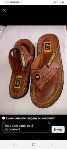 Calçados novos na caixa....bota e chinelo - Foto 2