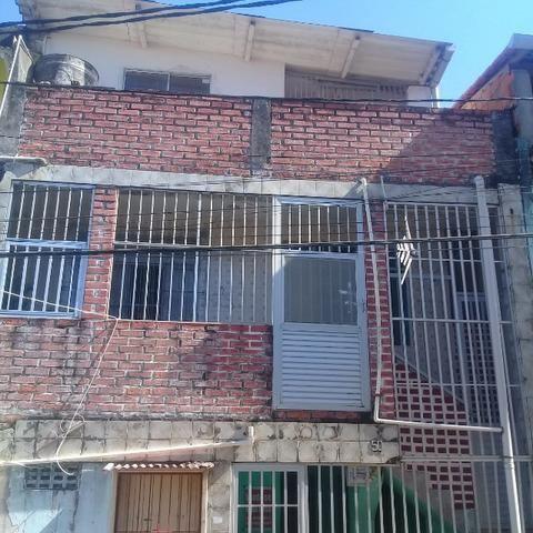 Casa primeiro andar com cobertura