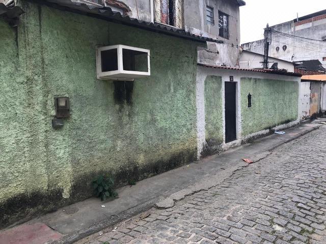 Casa 2 quartos, sala, cozinha, banheiro, área e quintal. Centro de São João de Meriti
