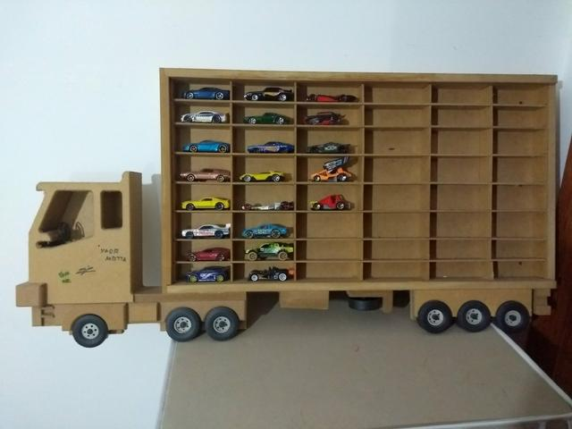 21 Carrinhos da Hot Wheels + Caminhão para colocá-los