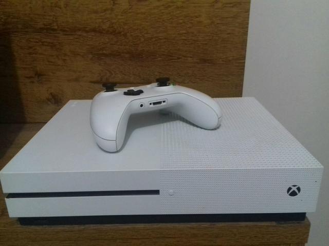 Xbox One S com muitos Jogos