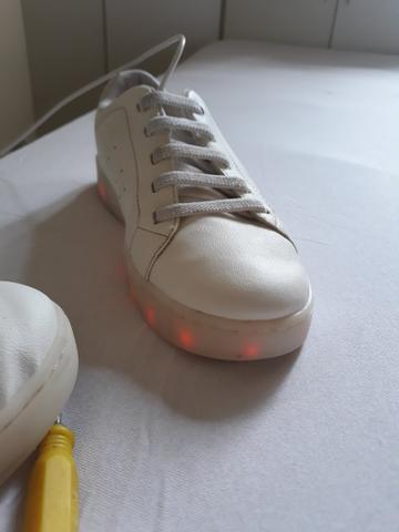 Tênis de luzinha Bibi