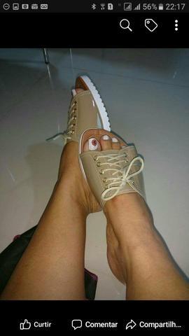 Flor do laço calçados