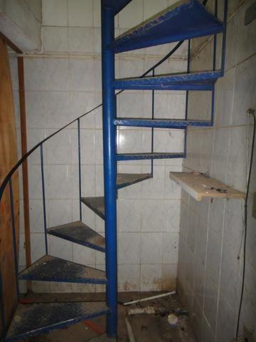 Escada caracol / semi-nova - Foto 3