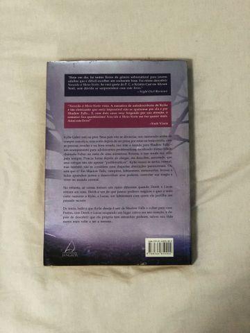 Livro Nascida à Meia-Noite - Foto 3