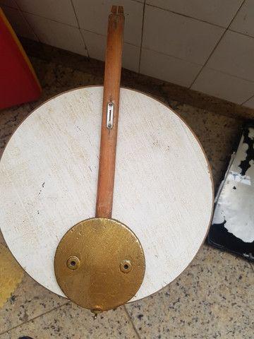 Pendulo para relógio parede antigo comprimento total 39 cm e diâmetro 11,5 cm