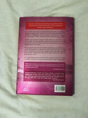 Livro Escolhida ao Anoitecer - Foto 3