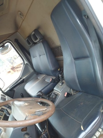 Caminhão Basculante Volvo VM 330 - Foto 13