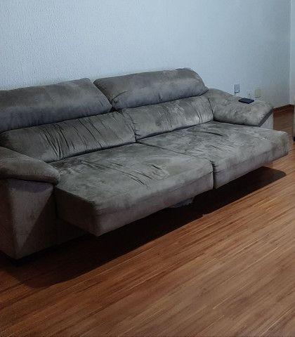 Sofá retrátil e reclinável couro invertido 2,50m