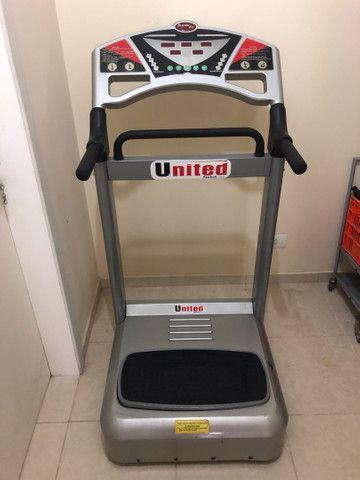 Plataforma vibratória United - máquina treme treme academia