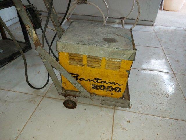 Máquina de solda Bantam 2000.