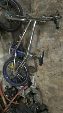 Vendo bicicleta croisnha. 150