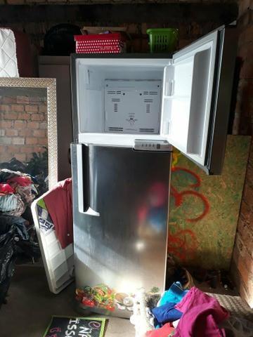 Vendo geladeira bratemp inox frox free 289 litros