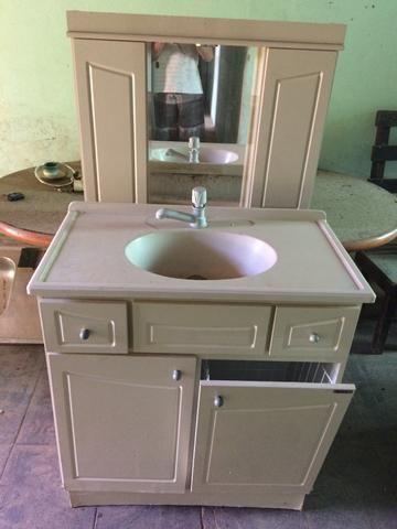 BANHEIRO ( armário aéreo + balcão + pia + torneira )