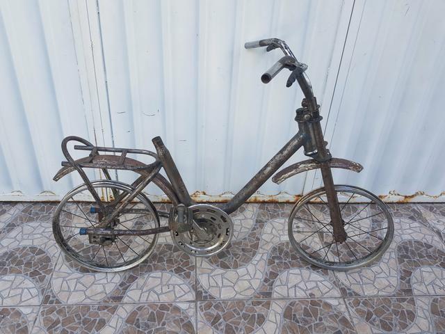 Relíquia bicicleta antiga ideal para restauro