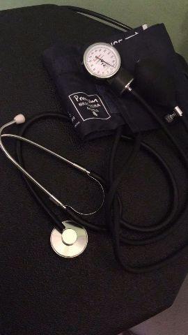 Aparelho de pressão Arterial com estetoscópio