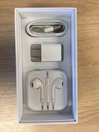 Caixa de iphone 6s com acessórios
