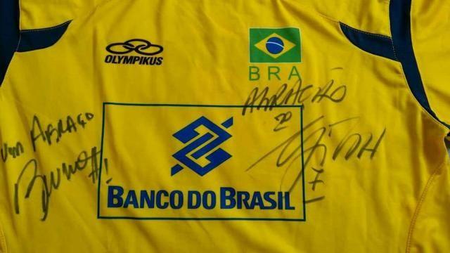 Camisa oficial autografada da seleção brasileira de vôlei