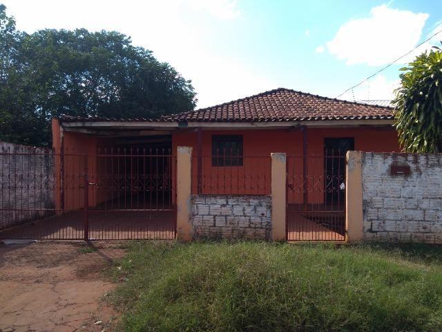 Casa em amplo terreno com edícula nos fundos e poço artesiano