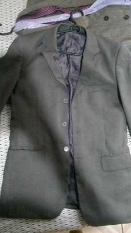 Vende-se: 2 Blazers ( Preto e Cinza ) , 1 Terno + 2 duas gravatas - Foto 5