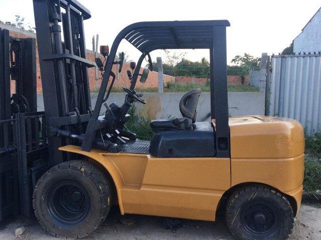 Empilhadeira 5T, à Diesel, marca CHL. Para venda ou Locação - Foto 2