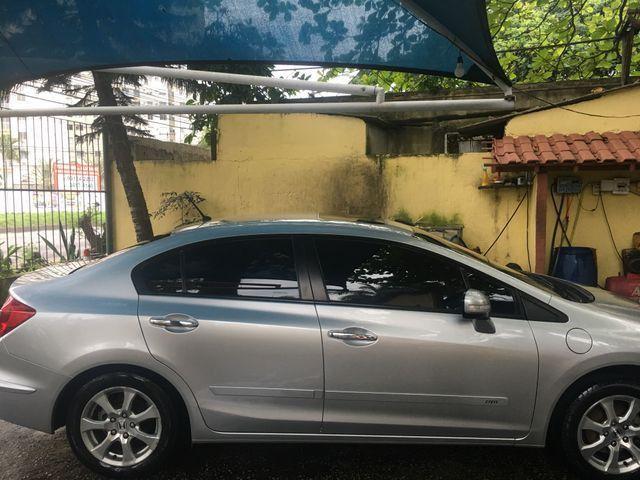Vendo ou troco Honda Civic com teto solar e gnv com apenas 40 mil km imperdível - Foto 4