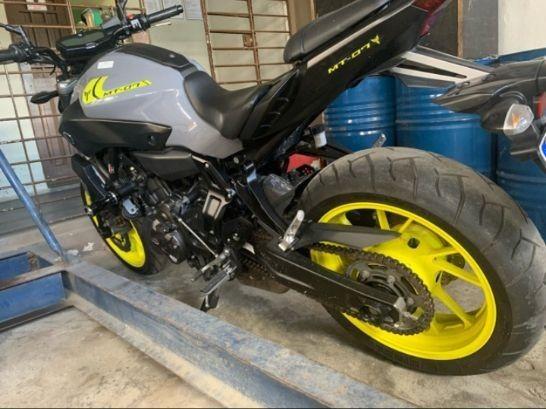 Yamaha MT 07  - Foto 3
