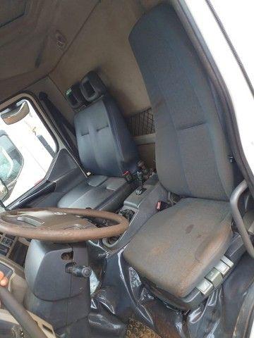Caminhão Basculante Volvo VM 330 - Foto 5
