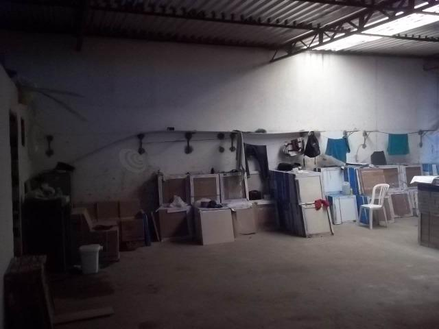 Lojão com Área de 180 m² para Aluguel no Caminho de Areia (767904) - Foto 8