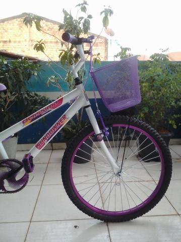 Bicicleta Aro 24 Feminina c/ Bagageiro, Branco c/ Violeta - Foto 2