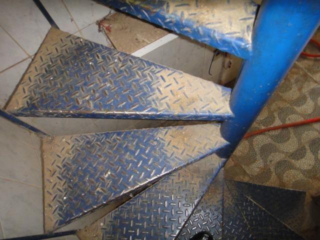 Escada caracol / semi-nova - Foto 2