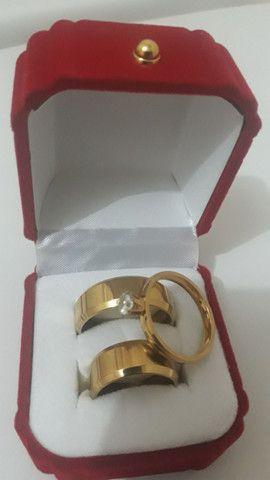 Par de alianças namoro ou casamento de aço cirúrgico - Foto 6