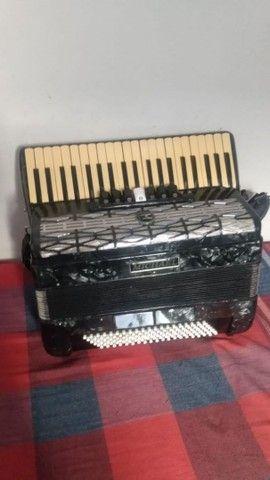 Vende ser um acordeon Michel 12 baixo afinada  - Foto 2