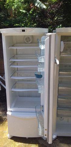Uma geladeira e um freezer - Foto 3