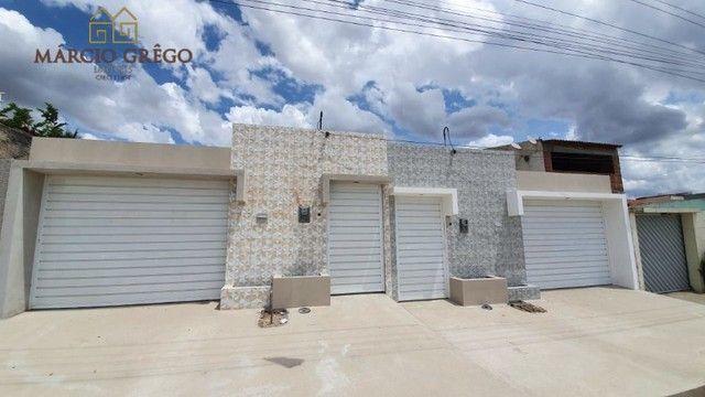 Casa à venda no bairro Luiz Gonzaga com 3 quartos, sendo 1 suíte.