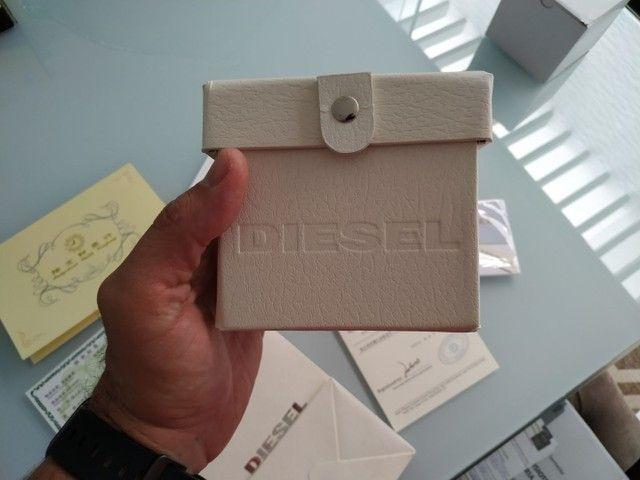 Vendo caixa, documentos e acessórios do relógio Diesel.