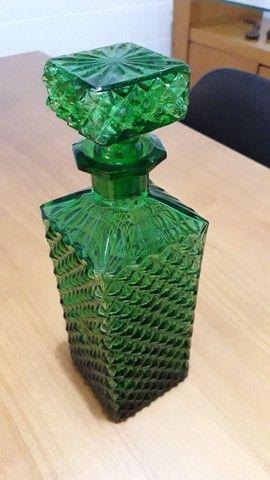 Garrafa/licoreira antiga cor esmeralda - Foto 3