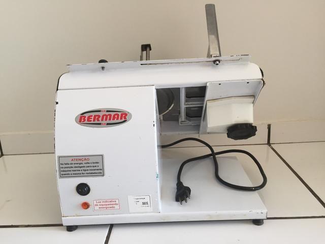 Fatiadora de frios Eletrica - Bermar BM07