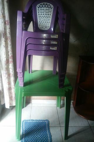 Conjunto de mesas com cadeiras