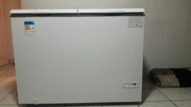 Freezer cônsul semi novo . Tel 21985349660