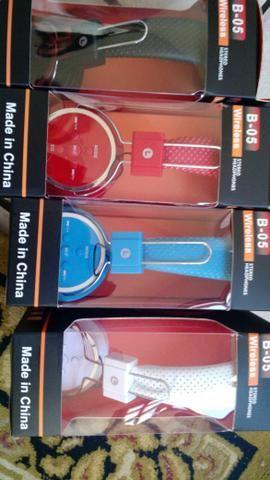 Headphone fone disponível Cor azul, vermelho, branco e preto