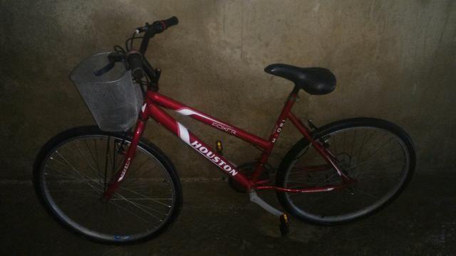 Bicicleta aro 26 Houston 18 marchas com cestinha