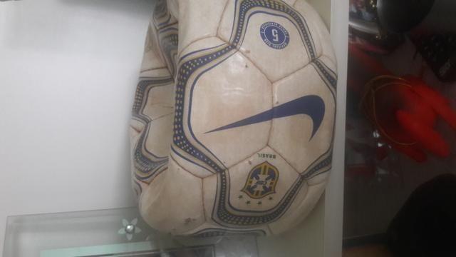 Bola de Futebol Relíquia da Copa do mundo da partida Brasil x Venezuela em São luis - Foto 4