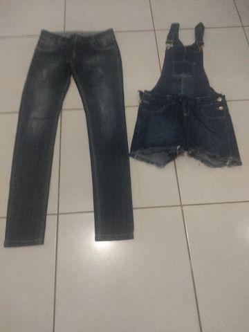 Calça e jardineira jeans - Foto 2