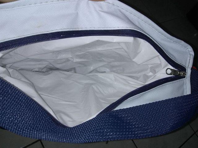 Vendo 2 sacolas térmicas  50 reais cada - Foto 3