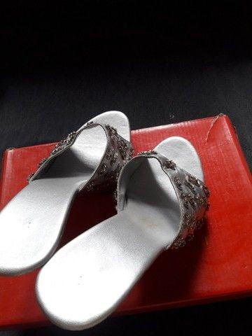 Salto para cas/festas c brilhos cor prata usado poucas vezes tam 35...zap * - Foto 2