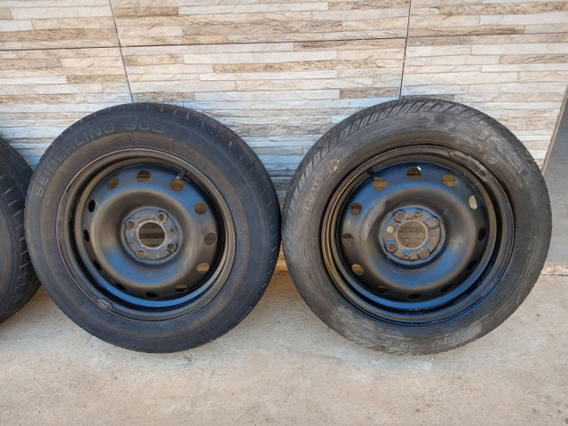 Jogo de rodas 14 de ferro semi novas originais do fiat pálio - Foto 2