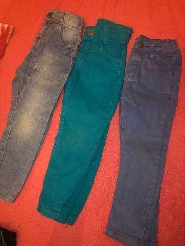 Lote de roupa calça jeans ,shot e bulsa da Cea 15$ - Foto 2
