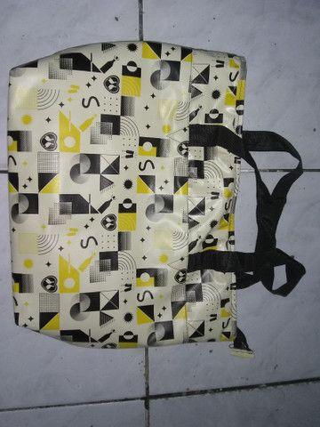 Vendo 2 sacolas térmicas  50 reais cada - Foto 4