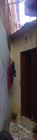 Vendo Casa tipo kitnet em Itapuã com 1 quarto